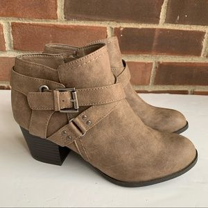 Like new Indigo Rd ankle boots